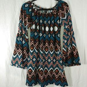 Win Win bell sleeve aztec print tunic size L/XL